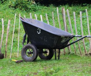 The Complete Best Wheelbarrow Reviews For Backyard Gardeners